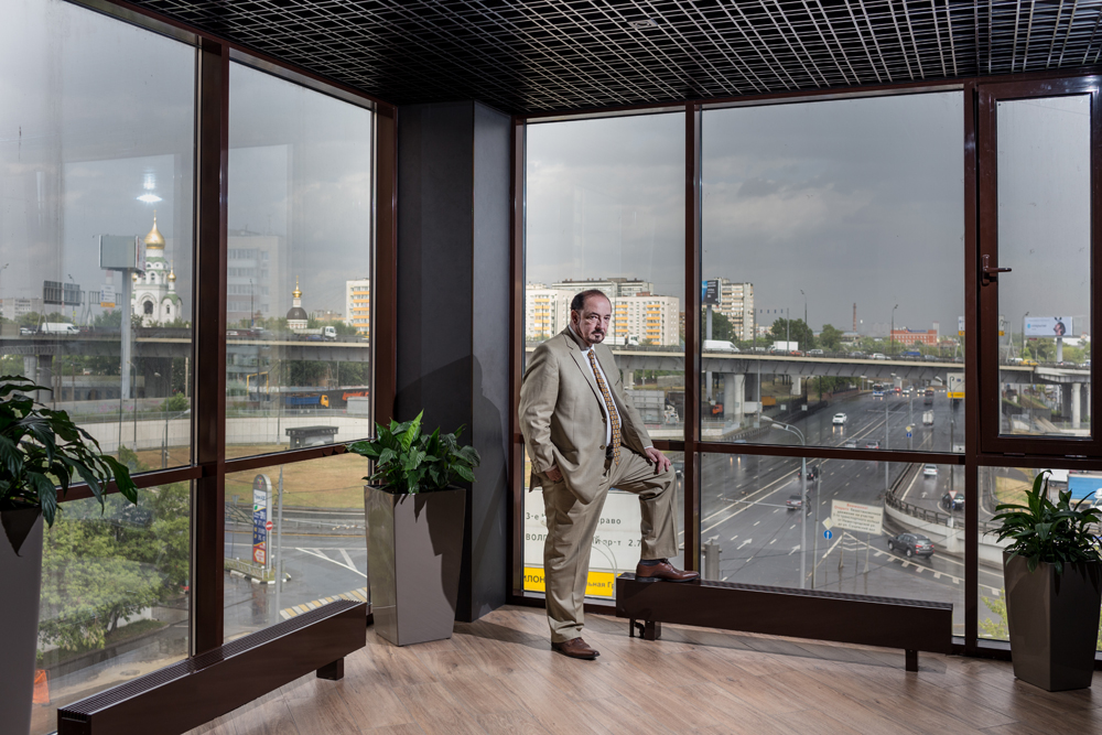 Бизнес-портрет в офисе. Артем Тарасов. Фотограф Арсений Несходимов.