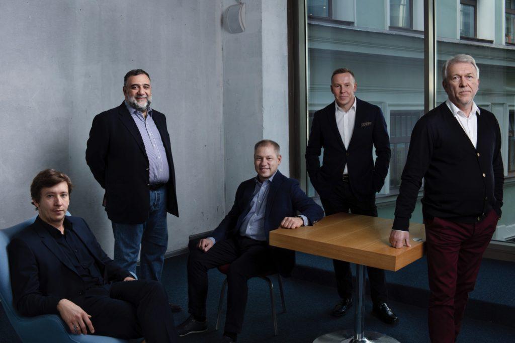 Phoenix Advisors с коллегами. Фотограф Арсений Несходимов