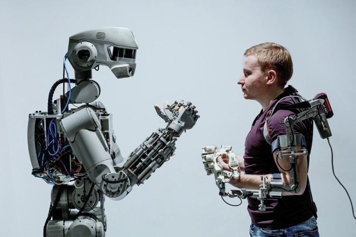 Робот Федор в лаборатории. Фотограф Арсений Несходимов